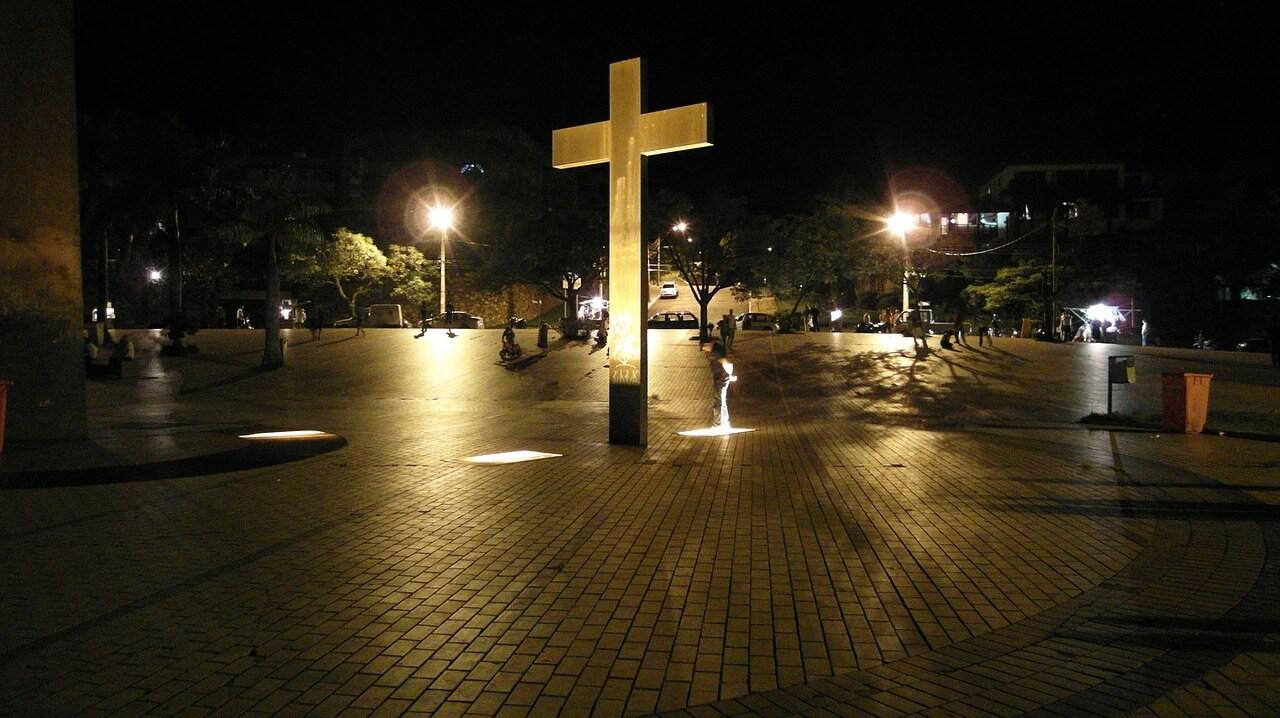 11 Caracteristici Identificabile prin care putem afla Ce este într-adevăr Semnul Fiarei?